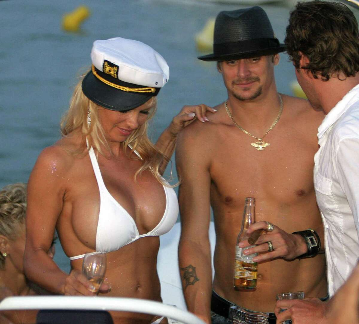 Pamela Anderson Naked Pictures photo 18