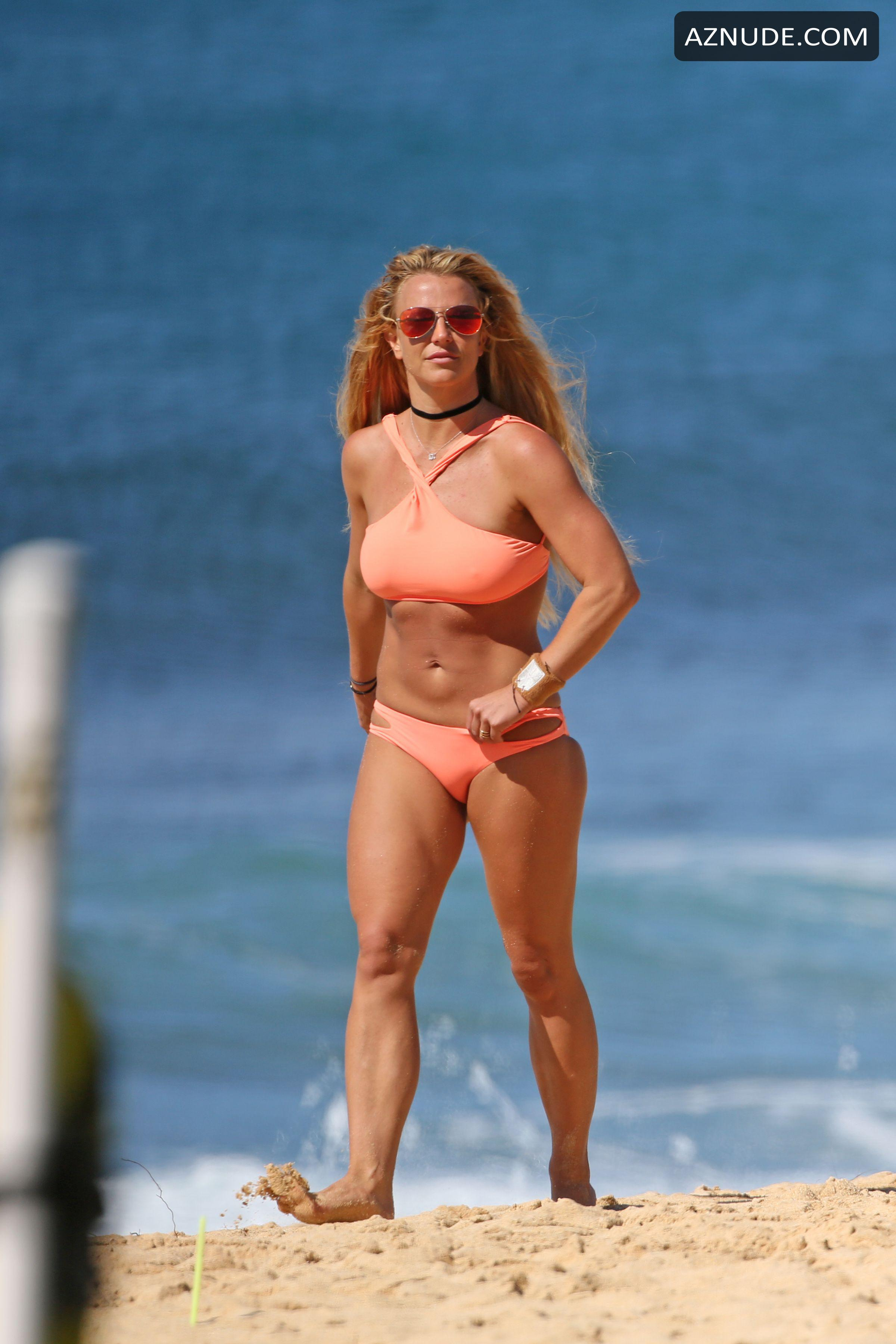 Britney Spears, Topless photo 20