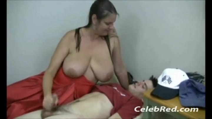 Carrie Tits photo 15